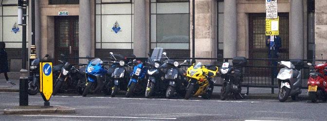 Ab welchem Alter und mit welchem Führerschein darf ich ein 125ccm-Motorrad fahren?