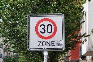 Über 30 km/h zu schnell in einer 30er-Zone? Das ist keine gute Idee!