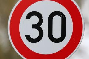 Wurden Sie in einer 30er-Zone geblitzt? Mit 50 km/h kommen Sie billiger davon als mit 51 km/h.