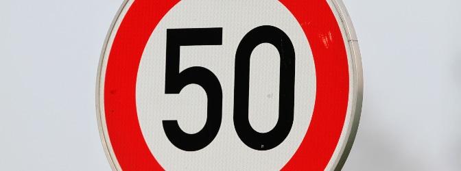 Welche Regeln gelten bei einem Tempoverstoß? Was, wenn Sie etwa in einer Tempo-50-Zone 30 km/h zu schnell waren?