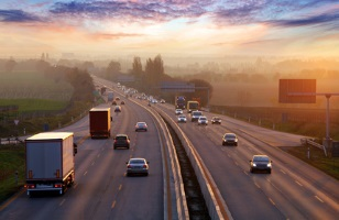 61 bis 70 km/h zu schnell auf der Autobahn unterwegs? Auch das wird teuer - insbesondere für Lkw-Fahrer.