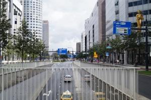 Abstandsmessung auf der Autobahn: Von einer Brücke aus haben die Beamten den besten Überblick.