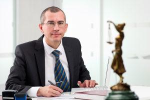 Bei Alkohol am Steuer hilft Ihnen ein Anwalt für Straf- oder Verkehrsrecht.