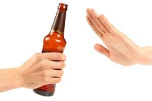 Wenn man mit Alkohol am Steuer zum Wiederholungstäter wird, wird das Fahrverbot in der Regel verlängert.