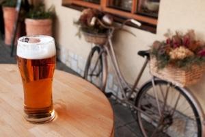 Alkohol auf dem Fahrrad ist nicht immer erlaubt.