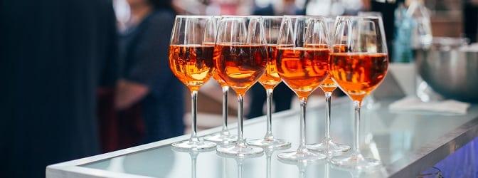 Genuss von Alkohol: Wie viel Promille ungefähr im Blut sind, verrät ein Promillerechner.