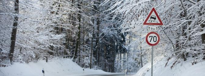 Mit Allwetterreifen im Winter unterwegs: Ist das eigentlich erlaubt?