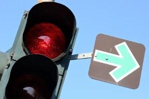 Eine rote Ampel zu übersehen, ist unter Umständen schnell passiert, aber die Konsequenzen können fatal sein.
