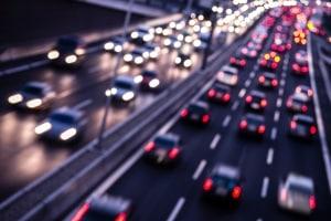 Angst oder Panik beim Autofahren: Auf der Autobahn kann das besonders gefährlich sein.