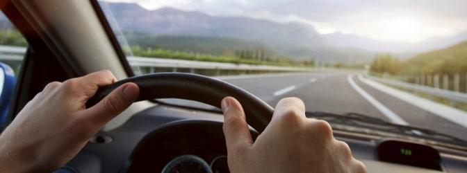 Die Angst vorm Autofahren kann unterschiedliche Ursachen haben und sich auf verschiedene Art und Weise äußern.