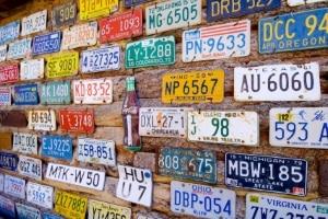 Weil das Ausfuhrkennzeichen zu den Sonderkennzeichen gehört, kann die Prägung etwas mehr kosten.