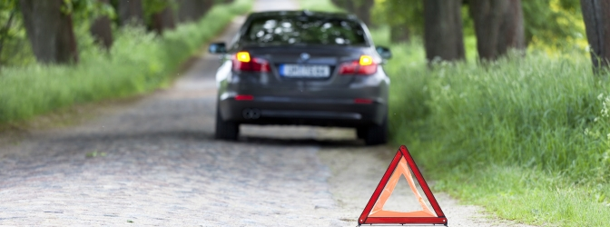 Zur Ausrüstung im Auto gehören in Frankreich Warnweste, Warndreieck und Verbandskasten.