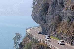 Wer mit dem Auto Montenegro bereist, sollte in den Bergen besonders vorsichtig sein.