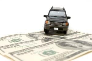 Beachten Sie beim Kauf eines Autos, dass zum Unterhalt auch die Versicherungskosten dazuzählen.