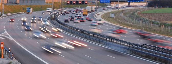 Wann müssen Sie auf der Autobahn eine Rettungsgasse bilden?