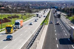 Auf der Autobahn in Rumänien sind die üblichen Verkehrsregeln zu beachten.