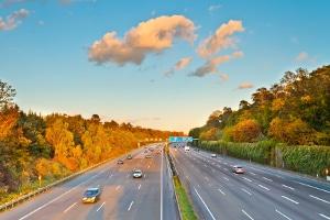 Auf der Autobahn den Sicherheitsabstand nicht eingehalten? Die Sanktionen können erheblich sein.
