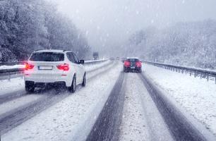 Autofahren bei Glätte: Vor allem abruptes Bremsen kann zur Gefahr werden.