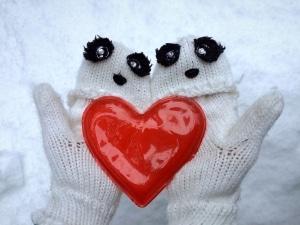 Autofahren und die Handschuhe dabei anlassen, kann gerade im Winter eine Wohltat sein.