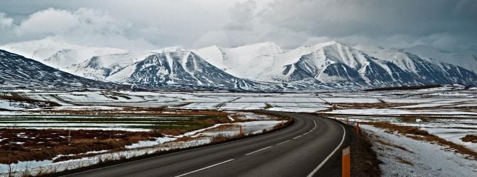 Damit Sie während Ihres Urlaubs auch immer sicher ans Ziel kommen, gilt es beim Autofahren auf Island allerhand zu beachten.