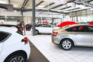 Die Automobilindustrie hält ein Verbot für Verbrennungsmotoren ab 2030 für unrealistisch.
