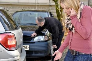 Autounfall: Nun ist guter Rat teuer.