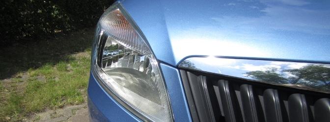 Beleuchtung am Auto funktioniert mitunter über vordere und hintere Scheinwerfer.