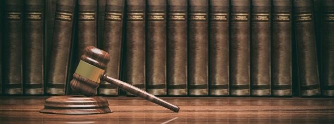 Regelungen im BGB: Laut § 839 müssen Beamte & Co. für von ihnen verursachte Schäden aufkommen. In gewissen Fällen greift jedoch die Amtshaftung.