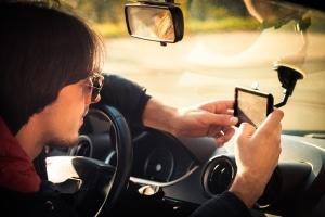 Eine Blitzer-App ist in Frankreich weder auf dem Handy noch dem Navi gestattet.