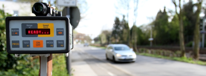Können Sie bei einem massiven Raserproblem in Ihrer Straße einen Blitzer beantragen?