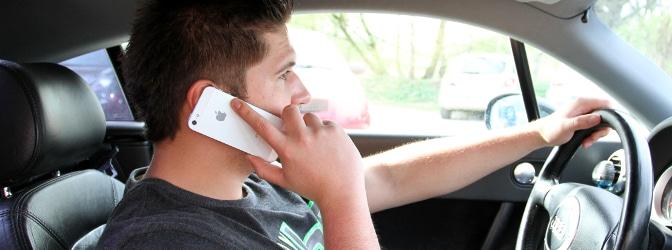 Was passiert, wenn das Blitzerfoto jemanden mit Handy am Steuer zeigt?