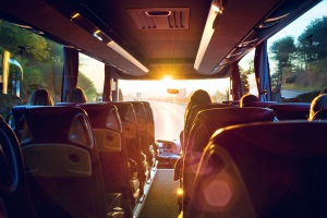 Sind alle Fahrplätze mit einem Sicherheitsgurt ausgestattet, darf der Bus mit einer Geschwindigkeit von 100 km/h fahren.