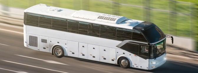 Busreifen sind im Betrieb dauerhaft hohen Belastungen ausgesetzt, die bei mangelhafter Bereifung zu Unfällen führen können.