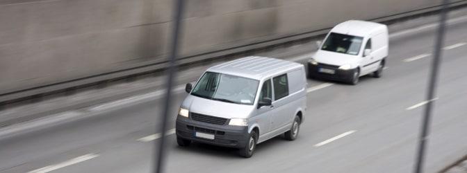 Punkt und Bußgeld: Das Rechtsfahrgebot auf deutschen Straßen nicht einzuhalten, wird schnell teuer.