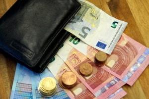 Neben der Geldbuße erhebt die Behörde beim Bußgeldbescheid auch Gebühren.