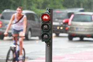 Bußgeldkatalog: Radfahrer erhalten bei Überfahren eines Rotlichts ein Bußgeld.