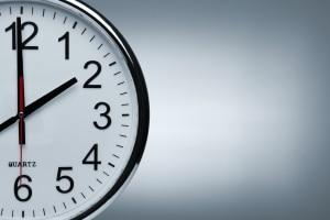 Im CG-P50E ist keine Uhr verbaut.