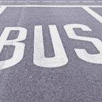 Mit dem DE-Führerschein darf ein Bus mit Anhänger gefahren werden.