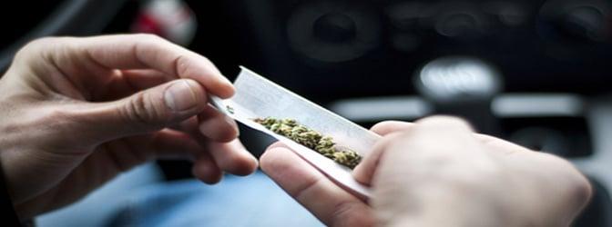 Mit Drogen am Steuer können schwerwiegende Unfälle verursacht werden.