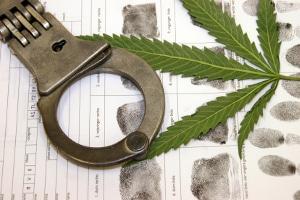 Bei einem positiven Drogenscreening bleibt der Führerschein in sicherer Verwahrung.