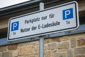 Unter Umständen können Sie von einem E-Parkplatz abgeschleppt werden.