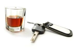 Alkoholkonsum am Steuer kann dazu führen, dass die Eignung zum Führen von Kraftfahrzeugen abgesprochen wird