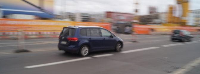 Ob in Baustellen, Kurven oder Tunneln: Der Einseitensensor ES 3.0 gehört zu den besonders zuverlässigen Geschwindigkeitsmessgeräten. Doch wie funktioniert er?