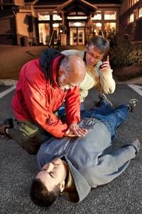 Erste Hilfe: An die Anleitung für eine Herzdruckmassage sollten Sie sich genau halten.