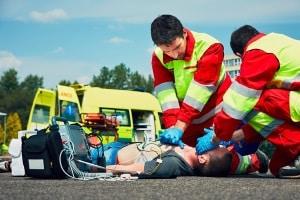 Erste Hilfe beim Verkehrsunfall: Songs sollen den richtigen Rhythmus für die Herzdruckmassage vorgeben.