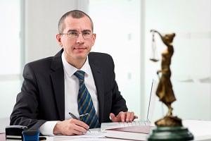 Ein Fachanwalt für Verkehrsrecht verfügt über umfangreiche Kenntnisse.