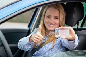 """Fahranfänger in Frankreich können ihre Probezeit verkürzen, wenn sie am Programm """"Begleitetes Fahren"""" teilnehmen."""