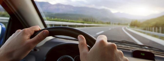 Wird Fahrerflucht begangen, erwarten den Täter meist harte Strafen.