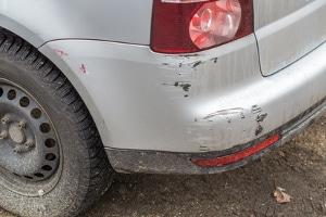 Bei einer Fahrerflucht sind selbst kleinste Schäden strafbar