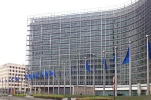 1998 beschloss der EU-Rat, wann ein Lkw-Fahrer eine Fahrerkarte erwerben muss.
